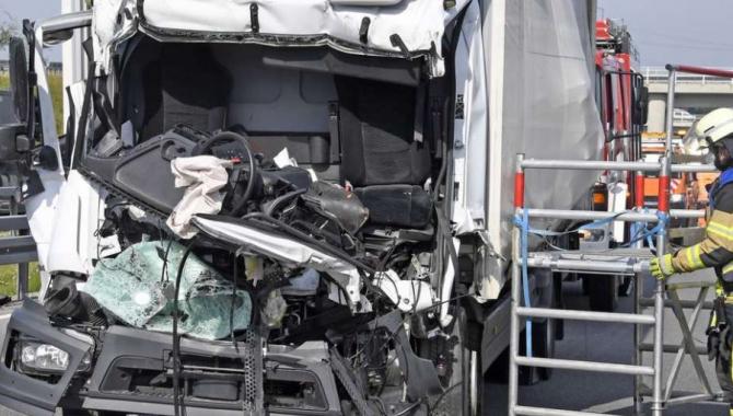 Germania. Șofer român de camion, grav accident rutier. O persoană a rămas încarcerată