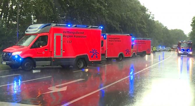 Germania. Un autocar s-a izbit de un TIR. Un mort și 13 răniți