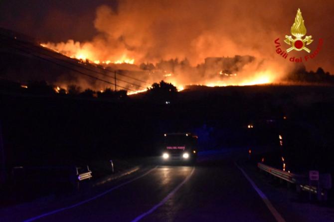 Foto: Vigili del Fuoco/Handout via REUTERS
