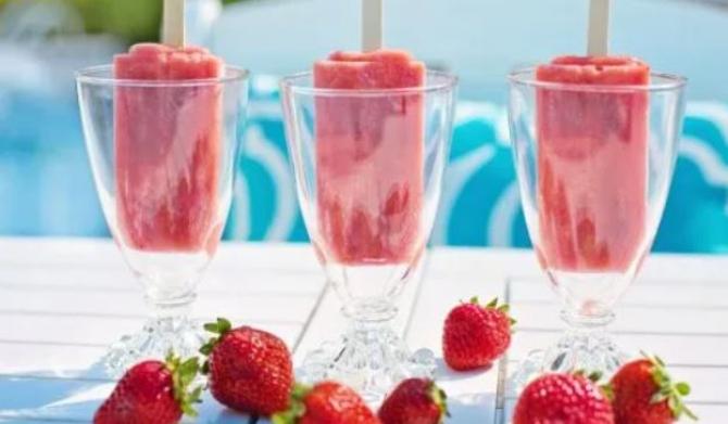 Înghețată de fructe, delicioasă și răcoritoare. Aveți nevoie doar de 3 ingrediente