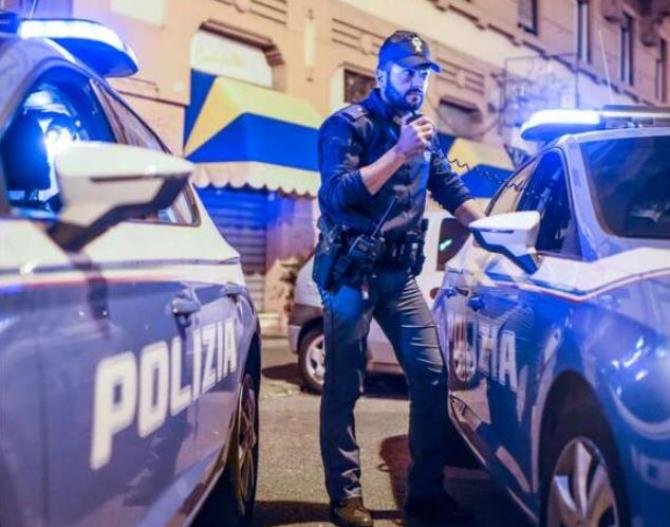 Italia. Un român s-a dat în spectacol într-un bar. A amenințat patronii și a încercat să fure arma unui polițist