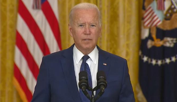 """Joe Biden avertizează: Un nou atac la aeroportul din Kabul este """"foarte probabil"""" în următoarele 24-36 de ore"""