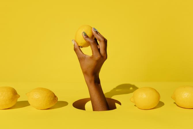 Lămâie, ulei de măsline și puțin iaurt: Rețeta pe care saloanele de înfrumusețare o vor dispărută de pe Internet