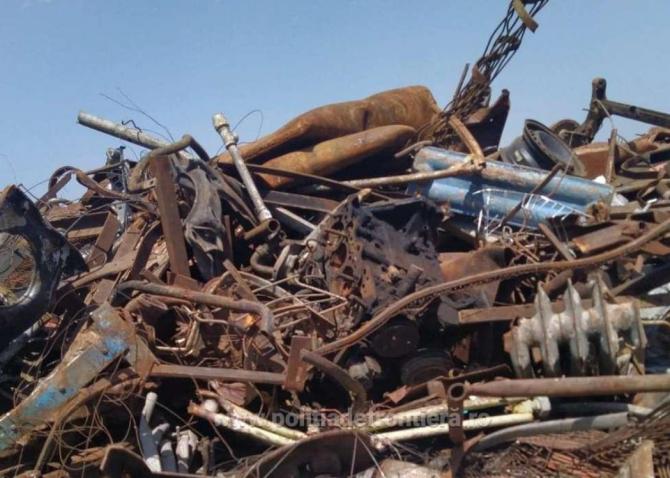Navă, încărcată cu peste 500 de tone de deșeuri metalice, oprită la intrarea în România