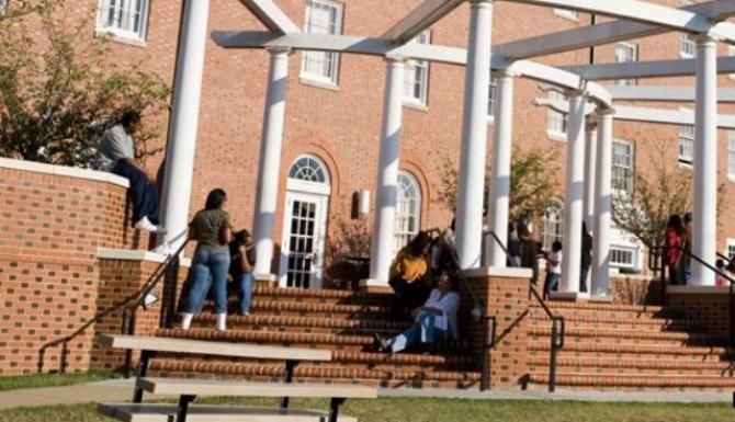 O universitate a exmatriculat 238 de studenţi pentru că au refuzat să se vaccineze anti-COVID-19