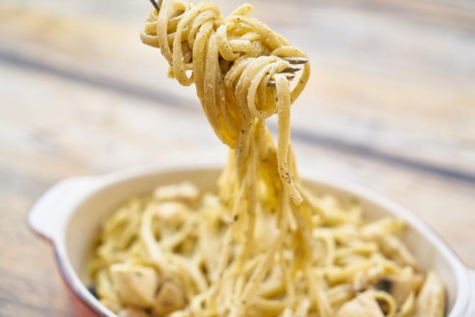 Paste carbonara - rețeta tradițională din Italia. Fără smântână și alte bazaconii