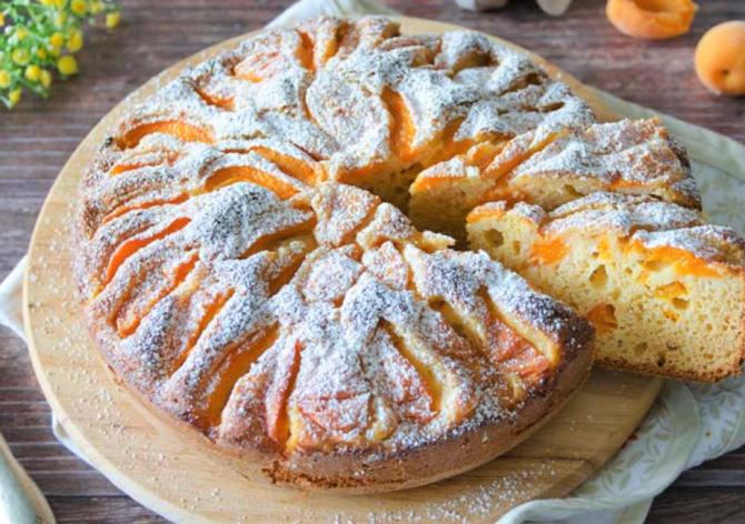 Prăjitura cu caise și iaurt. Un desert răcoritor
