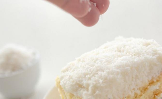 Prăjitură cu nucă de cocos și lămâie. Un desert ușor și plin de arome, cu doar 110 calorii