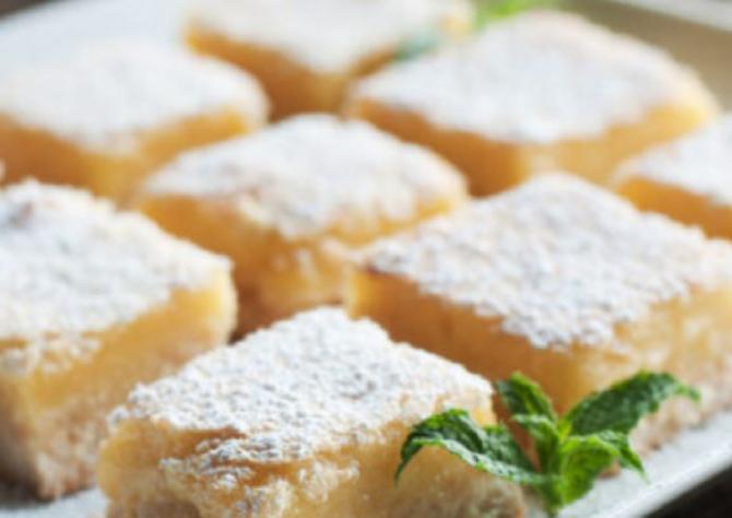 Prăjitură super cremoasă cu ricotta și iaurt. Un desert ușor, cu doar 150 de calorii