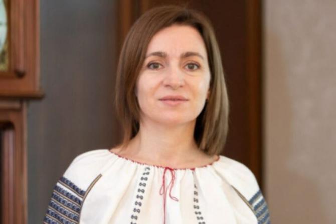 Președintele Republici Moldova a stat la coadă, la Vama Leușeni, ca să intre-n România. Maia Sandu a refuzat propunerea polițiștilor