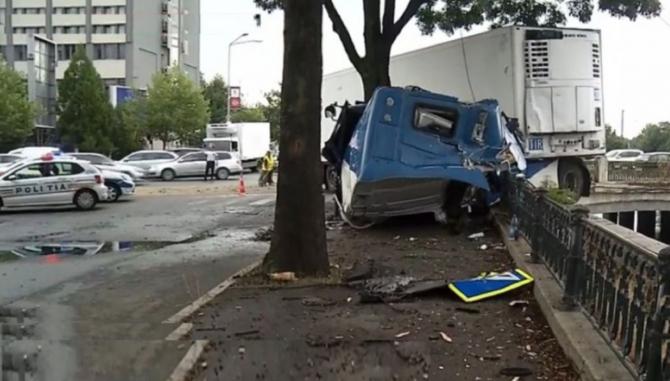 Șofer român de TIR, adormit la volan, la un pas de moarte. FOTO: captură Antena 3