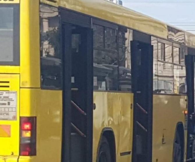 Șoferul unui autobuz din Ploieşti a făcut infarct la volan. Călătorii disperați au sunat la 112
