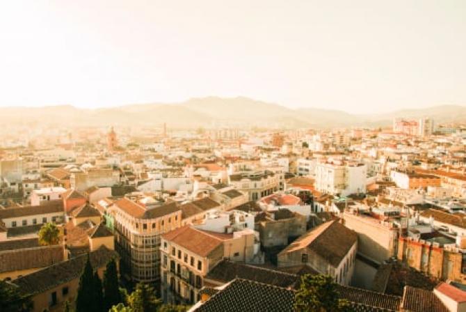 Spania. Cu 70% din populaţia adultă imunizată complet, unele regiuni mențin restricţiile până în luna septembrie