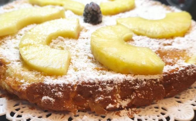 Tartă dietetică cu ananas. Un desert ușor, cu un gust exotic. O felie are doar 150 de calorii