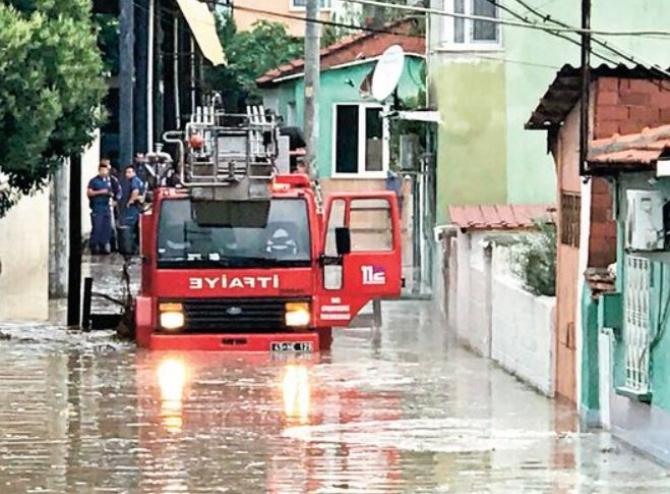 Turcia, lovită de un ciclon. Cel puțin 5 persoane au murit în nordul țării, iar alte zeci au fost rănite