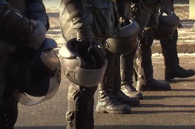 Ucraina. Un bărbat ameninţă cu detonarea unei grenade în clădirea guvernului