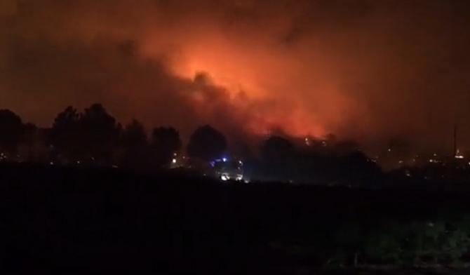 Un INCENDIU de vegetație de PROPORȚII a lovit Franța. Imagini înfiorătoare cu cerul de un roșu strălucitor - VIDEO