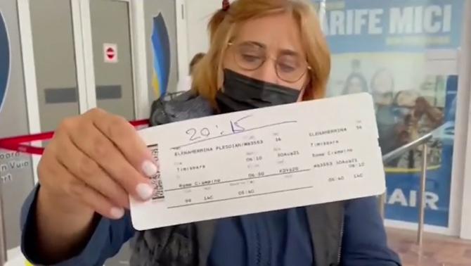 Zeci de români care trebuiau să plece în Italia, revoltați pe aeroportul din Timișoara. Li s-a transmis faptul că avionul s-a defectat
