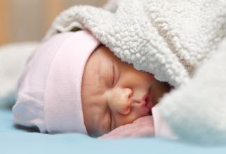 Italia. Bebeluș ROMÂN de doar 18 zile, MORT la sânul mamei. Femeia a ADORMIT în timp ce-l alăpta