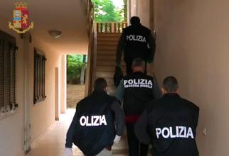 """Un român a fost luat """"pe sus"""" de polițiștii din Italia"""