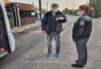 Microbuz, oprit la frontieră. Un pasager, care mergea în Germania, a fost interogat de polițiști