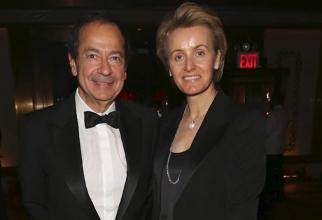Miliardarul John Paulson divorțează de soția româncă