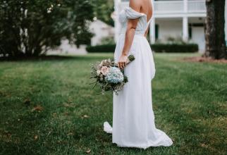 O femeie s-a căsătorit în ziua în care i-a murit logodnicul