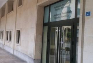 Spania. Un român a intrat în camera unui hotel și a jefuit un cuplu, care dormea. Tânărul, dat de gol de amprentele de pe balustrada balconului