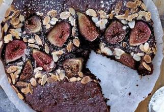Tartă delicioasă cu ciocolată și smochine. Un desert irezistibil și rafinat