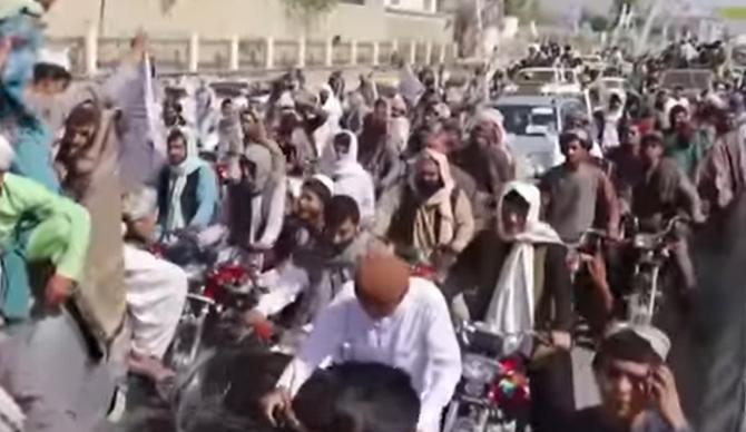 Afganistan: Talibanii pregătesc o mare paradă militară cu echipamente americane