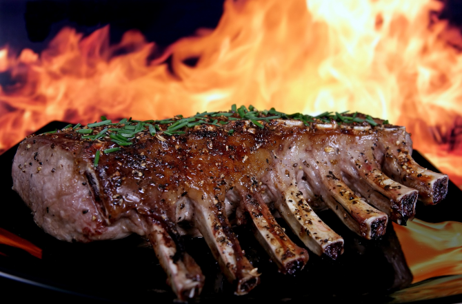 Amestecă bicarbonat de sodiu cu apă și pune carnea, apoi adaugă zahăr: Secretul marilor bucătari pentru friptura perfectă a fost aflat
