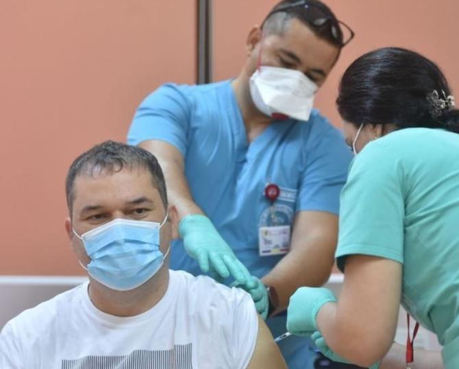 Aproape 43.000 de români s-au vaccinat în ultimele 24 de ore, dintre care peste 20.000 cu cea de-a treia doză