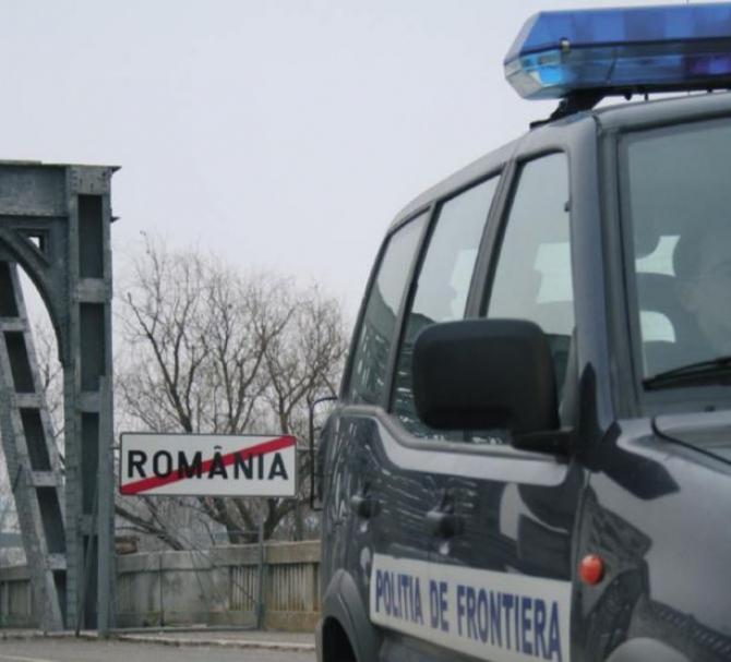 Autocar, verificat la sânge la frontieră. Un pasager român, luat la întrebări, după verificarea bagajelor