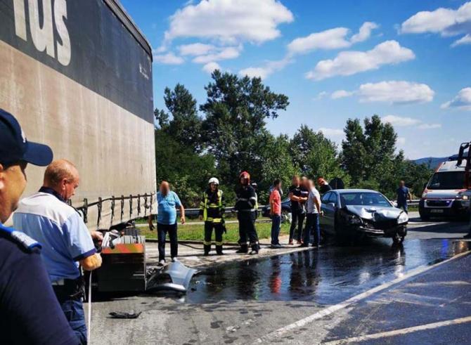 Automobil, lovit de un TIR în Bistrița-Năsăud. Două femei au fost rănite Sursa - someseanul.ro.