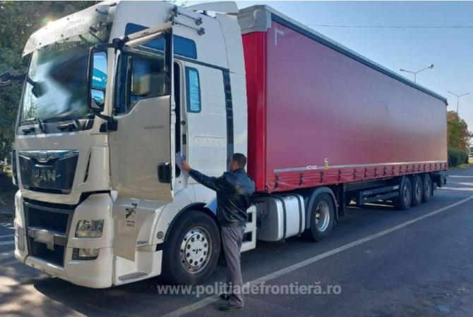 Camion, oprit în vama Albița. Șoferul deține un certificat fals de vaccinare împotriva Covid-19