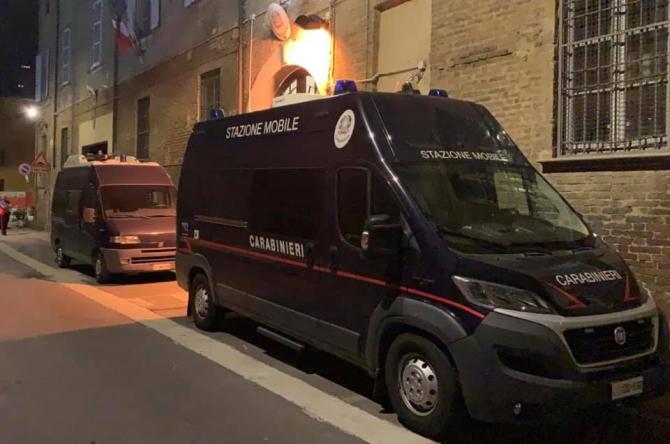 Un român din Italia și-a forțat iubita să se prostitueze