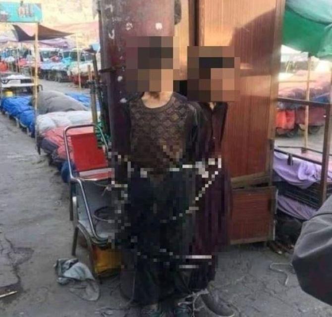 Doi copii înfometați au fost legați de un stâlp, după ce au furat pâine