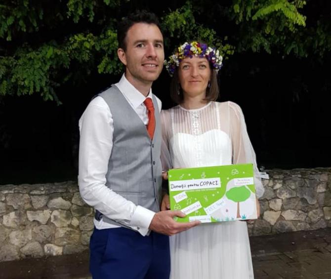 Doi miri vor planta un hectar de pădure, din banii primiți la nunta