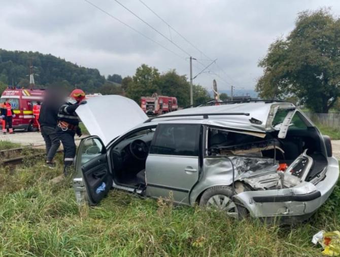 Două persoane, rănite într-un accident feroviar. Autoturismul lor a fost de tren în județul Suceava