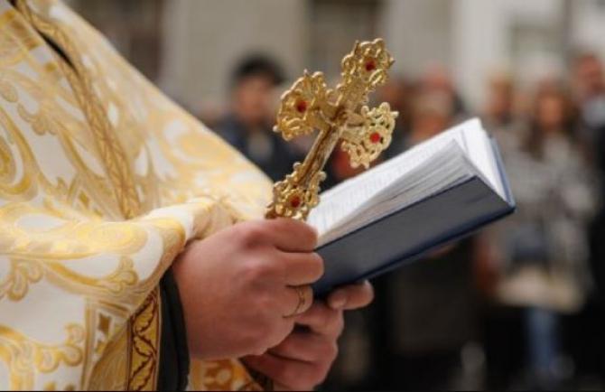 Fals preot reținut în Galați. Bărbatul participa la înmormântări și aduna bani pentru ridicarea unei biserici