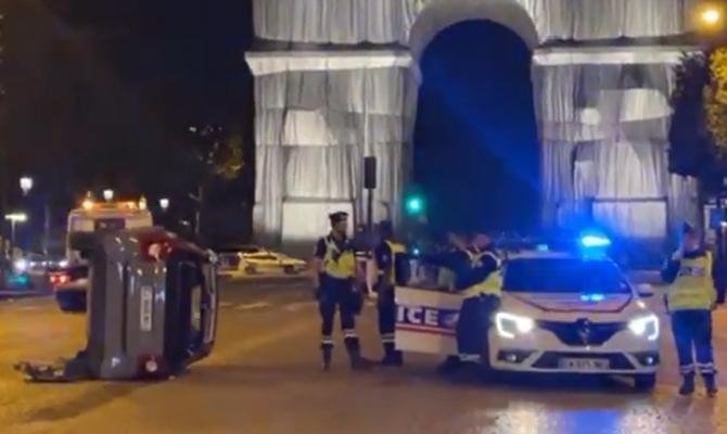 Franța. O şoferiţă a lovit cu mașina trecătorii de pe Champs-Elysees. Mai multe victime - VIDEO