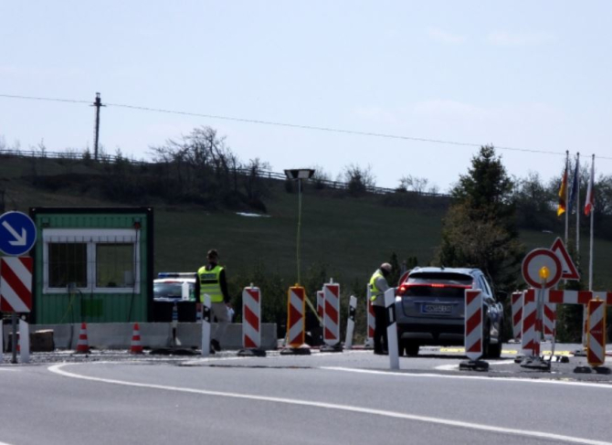 Frontiera României tranzitată de peste 131.800 de persoane într-o singură zi. Zeci de amenzi și sancțiuni