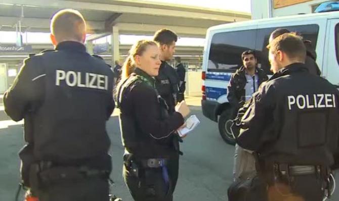 Germania. Autocar cu români, oprit la un punct de control. Un conațional a fost dat jos imediat și dus la închisoare