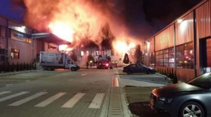 Incendiu uriaș în Parcul Industrial din Cluj-Napoca. S-a emis avertizare Ro-Alert.
