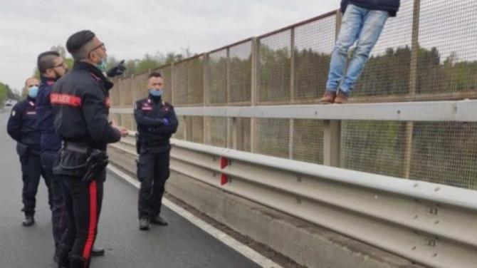 O româncă a căzut în gol în timp ce își făcea selfie