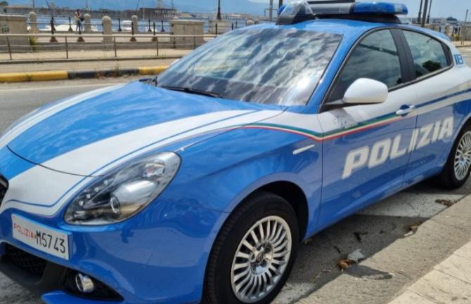 Italia. Un român, înarmat cu două cuțite, a încercat să jefuiască un cuplu. Bărbatul a ajuns direct în arest