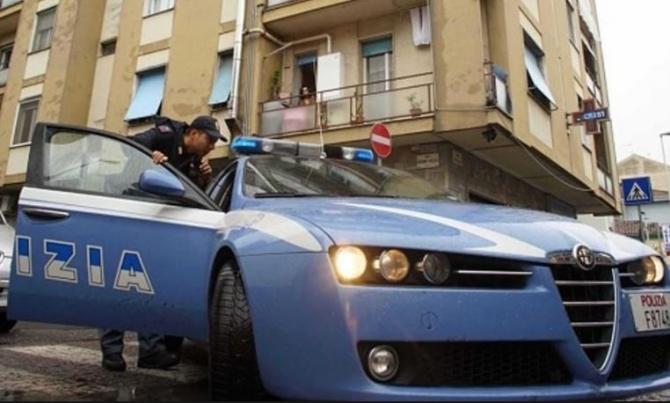 Italia. Un român beat s-a dat în spectacol într-un bar. Și-a dat pantalonii jos și a început să pipăie o chelneriță