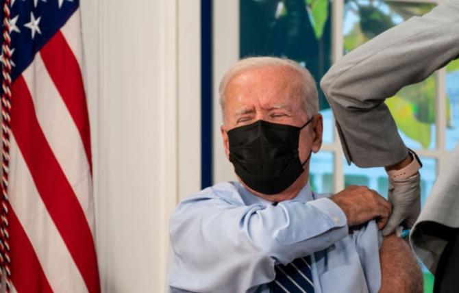 Joe Biden şi-a făcut a treia doză de vaccin anti-Covid Stiu că nu pare, dar am peste 65 de ani Sursa - Profimedia
