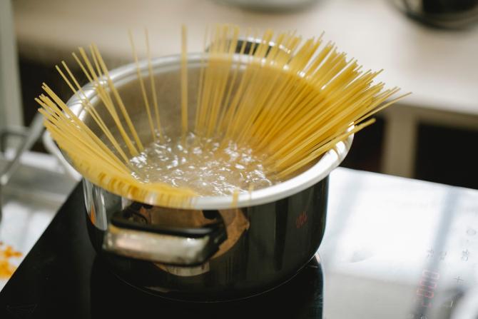 Nu mai arunca apa de la paste. 7 secrete ale bucătarilor