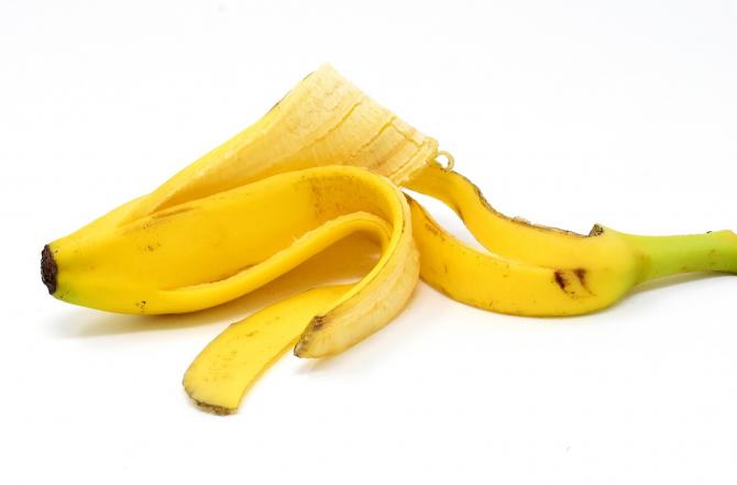 Nu mai arunca cojile de banane. 10 întrebuințări mai puțin știute